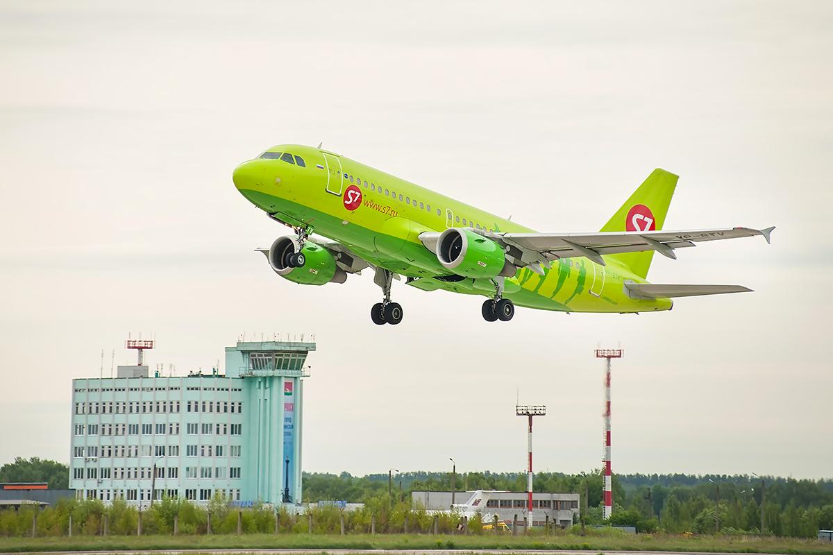 Самолет S7, вылетевший из Брянского аэропорта