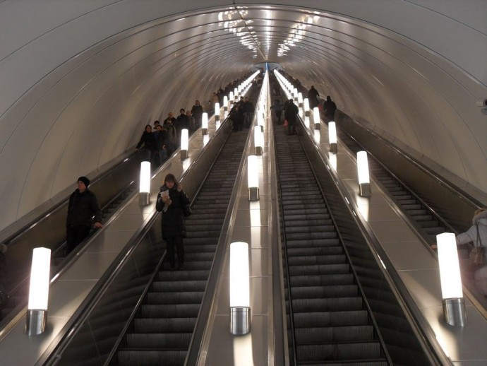 Эскалатор на ст. «Адмиралтейская»