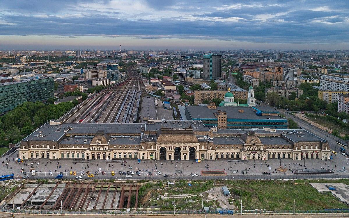 Фасад Павелецкого вокзала после реконструкции, проведенной в 1987 году. Именно так выглядит здание в наши дни