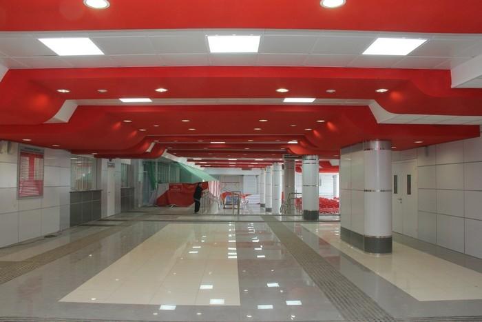 Внутри здания вокзала