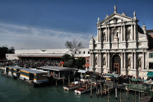 Здание вокзала в Венеции