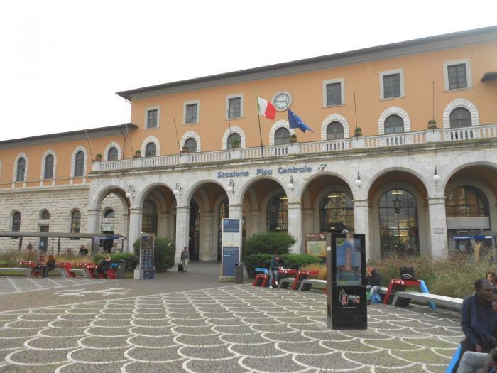 Железнодорожный вокзал, Пиза