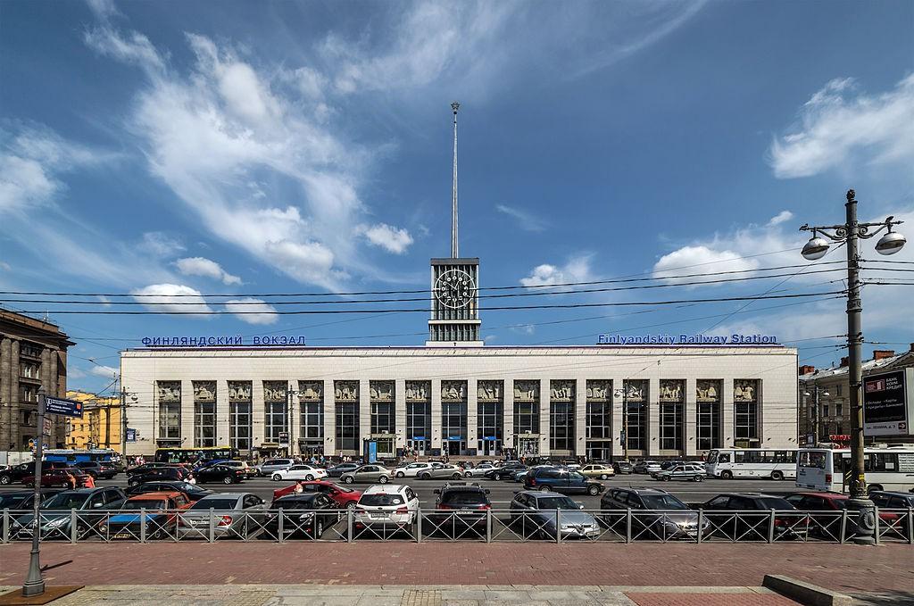 Центральный вход Финляндского вокзала.