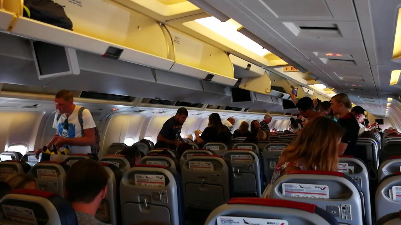 Cалон Боинга-767 Azur Air с пассажирами