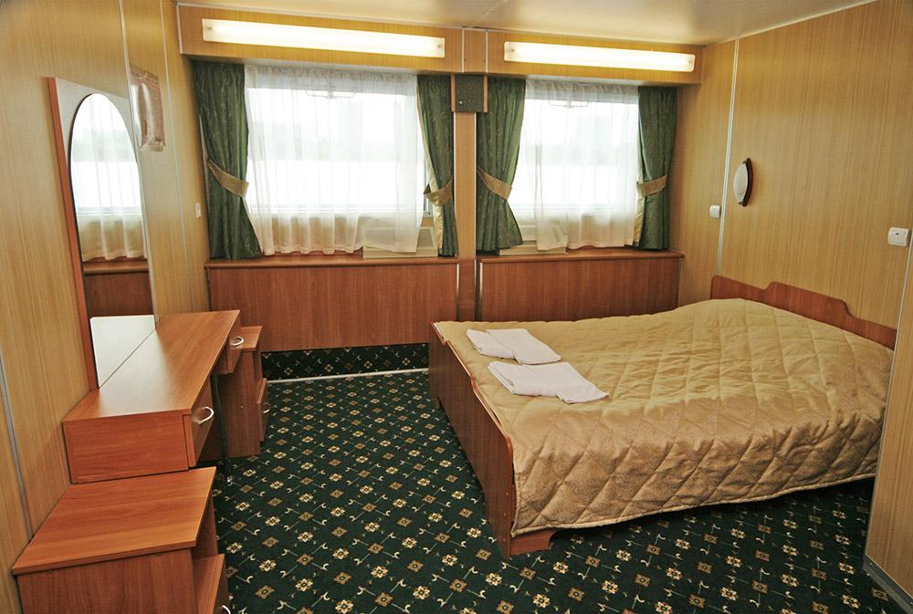 Каюта категории люкс сдвухспальной кроватью