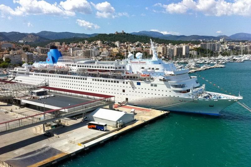 Круизные лайнеры в порту.