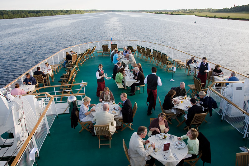 Ресторан насамой высокой палубе