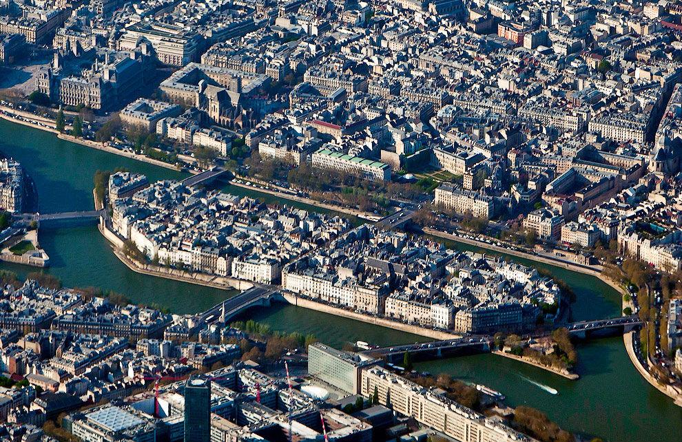 Остров Сите на реке Сене посреди Парижа (достопримечательности острова)