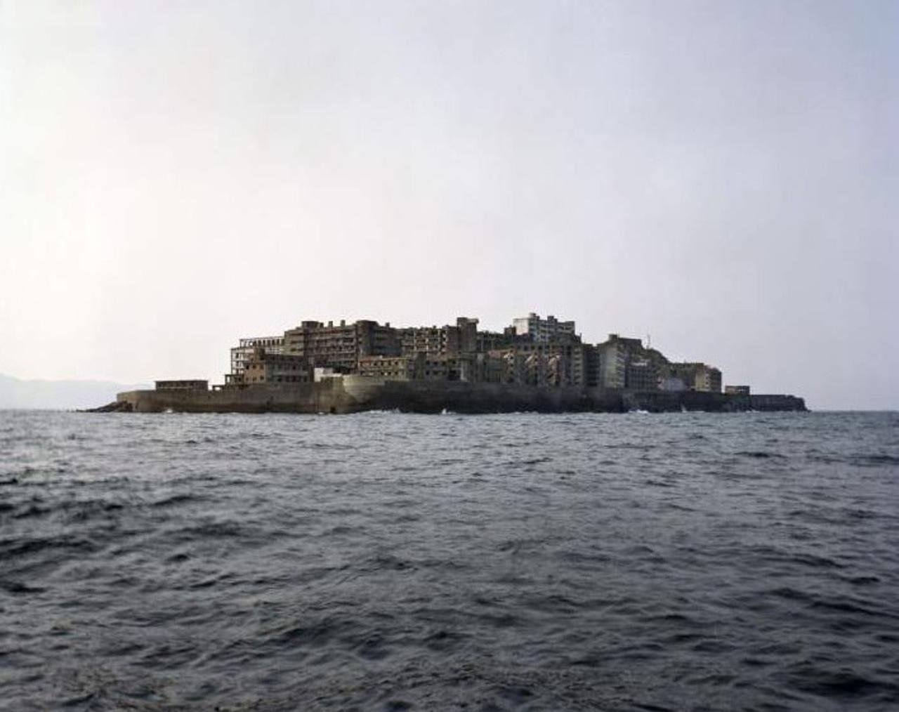 Заброшенный остров Хасима в Японии