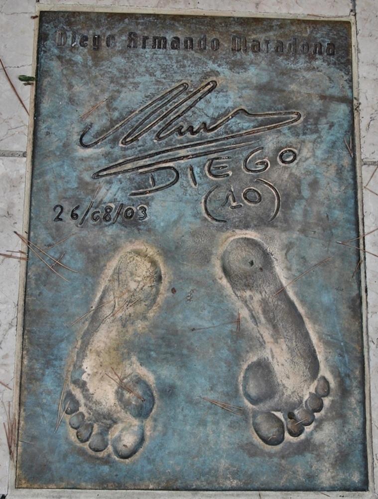 АллеЯ с отпечатками ступней футболистов в монако